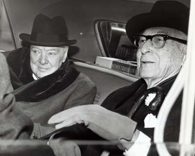 Winston_Churchill_and_Bernard_Baruch_talk_in_car_in_front_of_Baruch's_home,_14_April_1961.jpg