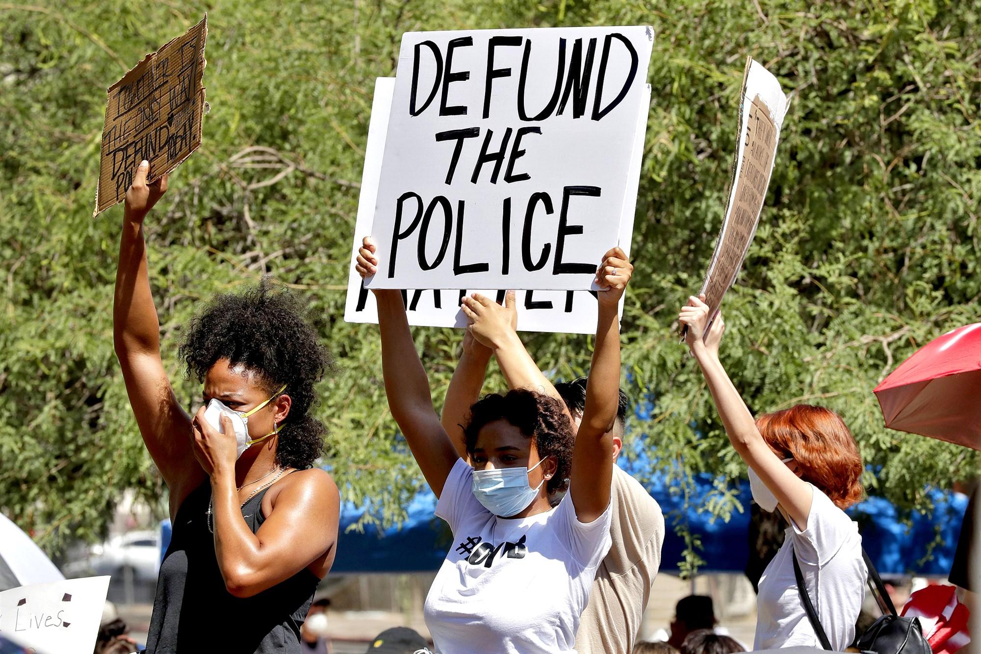 200608-defund-the-police-protest-sign-ew-358p_979b1663e9427a13dda009acd513209d.fit-2000w.jpg