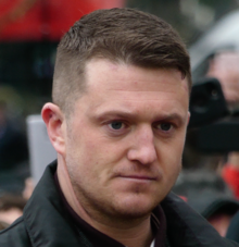 220px-Tommy_Robinson_at_Speakers'_Corner,_Hyde_Park.png