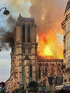 240px-Incendie_Notre_Dame_de_Paris.jpg