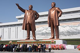 275px-The_statues_of_Kim_Il_Sung_and_Kim_Jong_Il_on_Mansu_Hill_in_Pyongyang_(april_2012).jpg