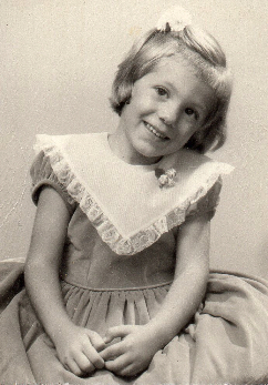 Carolyn Hamlett age 4.jpg