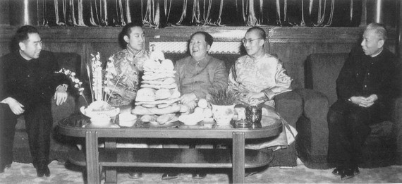 Mao with Lamas in Beijing.jpg