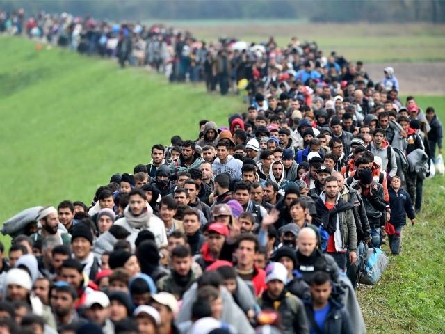 Migrants-Crowds-Cross-Into-Slovenia-Getty-640x480.jpg