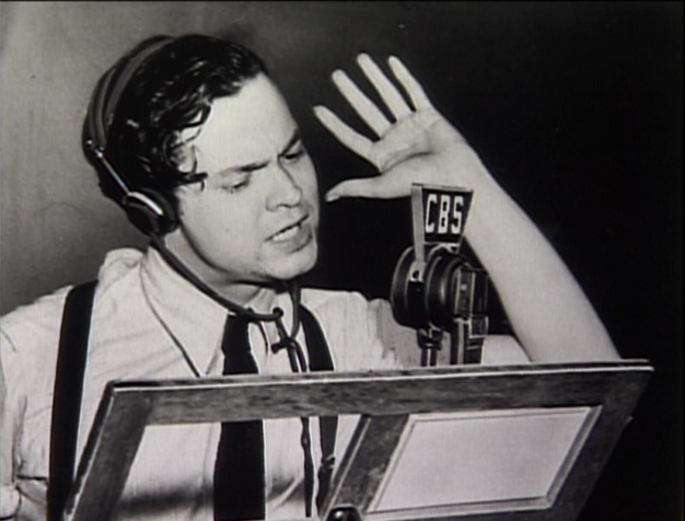 Orson-Welles-on-radio.png