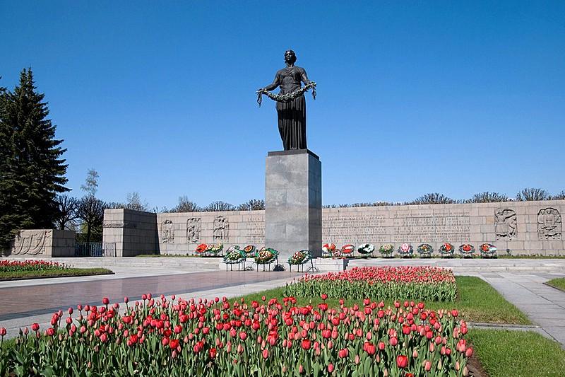 Piskaryovskoye Memorial Cemetery.jpg