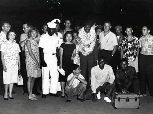 Stanley-Dunham-meeting-Obama-into-Hawaii.jpg