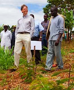 bill-gates-farmers-in-africa-BMGFoundation.jpg