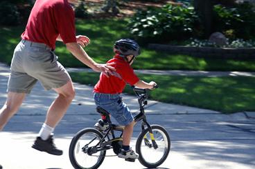 dad_preschooler_bicycle.jpg
