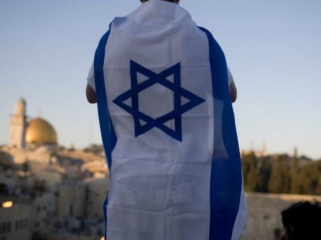 israel-boy-flag-AP.jpg