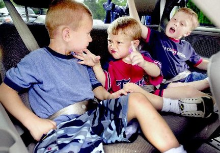 kids-buckled-up-in-the-back-seat_100339583_m.jpg