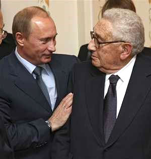 kissinger-putin-at-Russian-leaders-country-house-outside-Moscow.jpg
