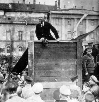 lenin-trotsky_1920-05-20_.jpg