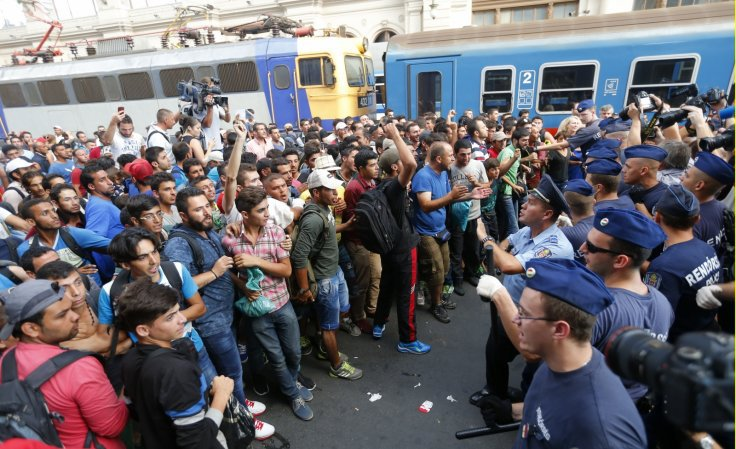 migrant-crisis-germany-hungary-train.jpg