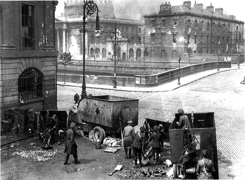 the-irish-national-army-free-state-army-bombards-the-four-courts-using-british-supplied-artillery-and-ammunition-the-battle-of-dublin-1922.jpg
